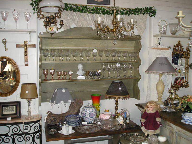 le grenier de jeanne brocante d co vaisselier mural. Black Bedroom Furniture Sets. Home Design Ideas