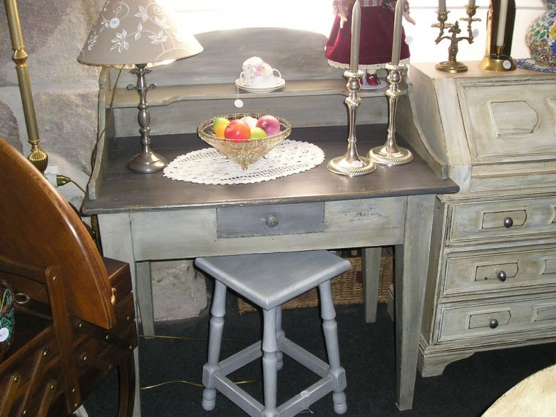 le grenier de jeanne brocante d co table de toilette ou bureau. Black Bedroom Furniture Sets. Home Design Ideas